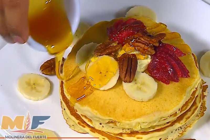 Hot Cakes hechos con harina Magnífica del Valle, dos presentaciones Tradicional y Alto en Fibra