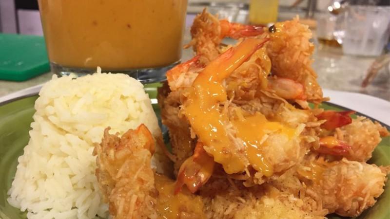 Camarones al coco con salsa de mango