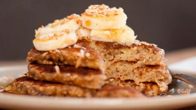 Cómo se hacen los hot cakes de plátano y avena