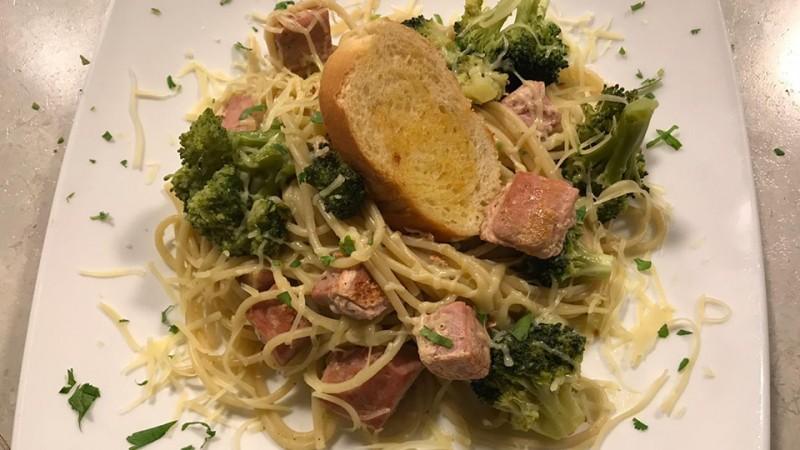 Cómo preparar espagueti con crema de brócoli y atún