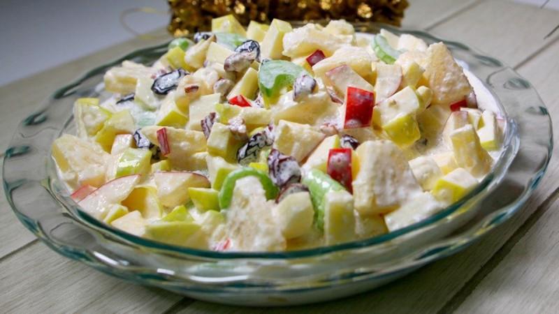 Cómo hacer ensalada Navideña de manzana con piña y nuez