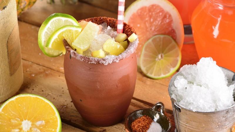 Cómo se prepara un cantarito con tequila