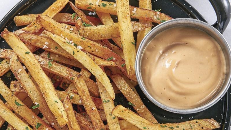 Cómo preparar papas fritas con mayonesa de chipotle