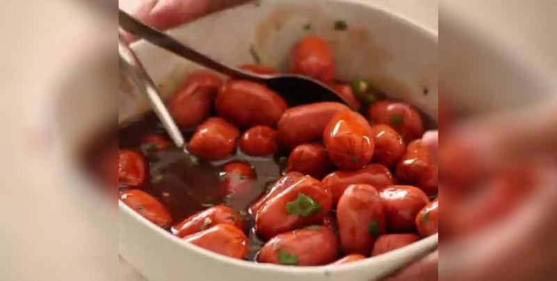 Salchichas en salsa negra: Botana