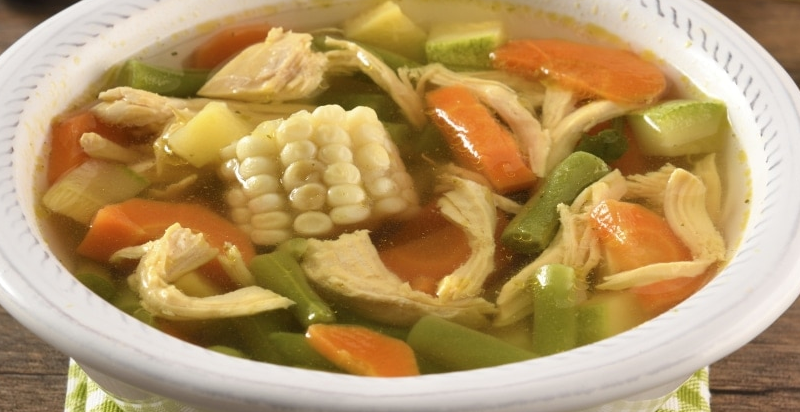 Cómo preparar Caldo de pollo y verduras de arroz