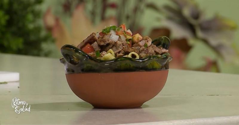 Te enseñamos a preparar paso a paso esta pasta verde poblana con carne de res (video receta)