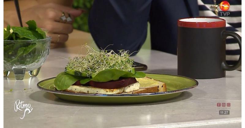 Rápido y delicioso: sándwich vegetariano de queso panela con betabel (video receta)