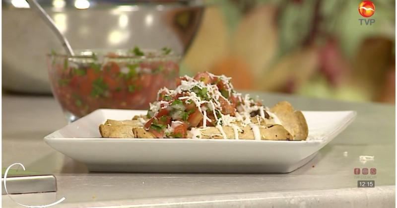 Preparar flautas de pollo al horno es más fácil de lo que crees (video receta)
