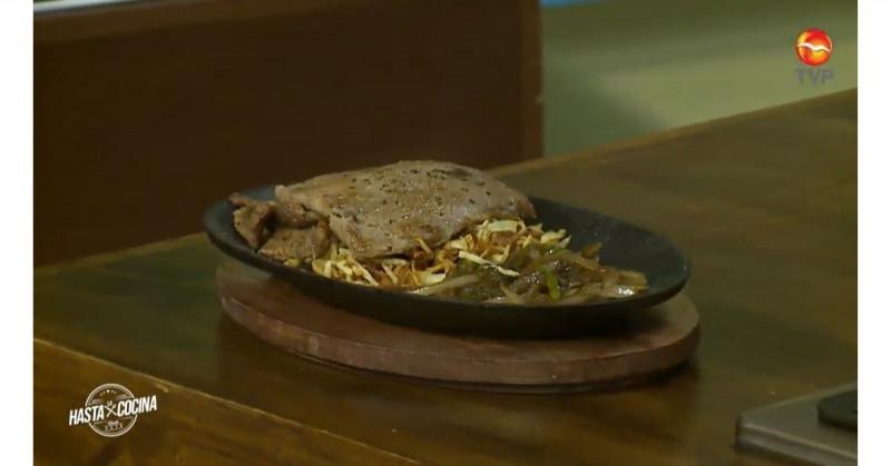 El bistec de res con papas no puede faltar en el recetario mexicano (video receta)