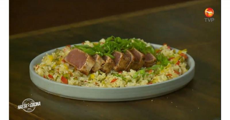 Cómo hacer medallón de atún al cajún con arroz (video receta)