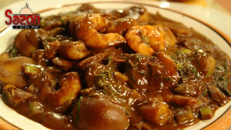 Romeritos con mole y camarones